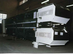 Double belt cooler conveyor for gum base